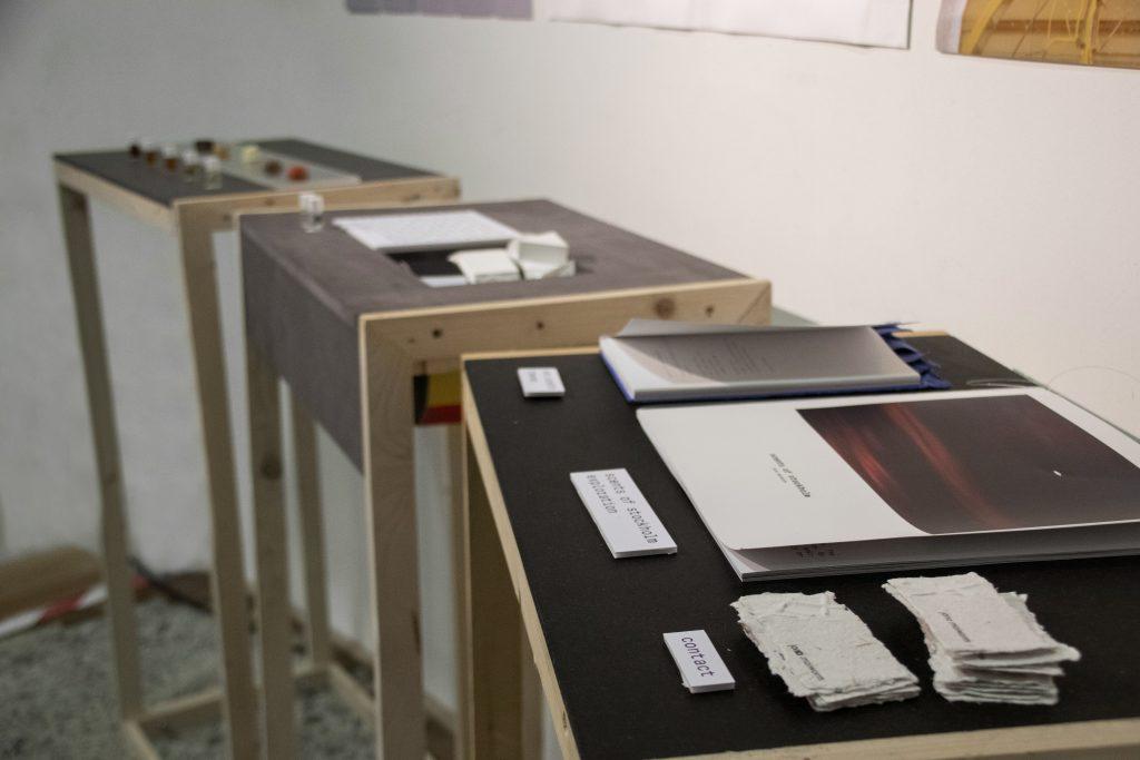 non.scents_exhibition_Köln_desks